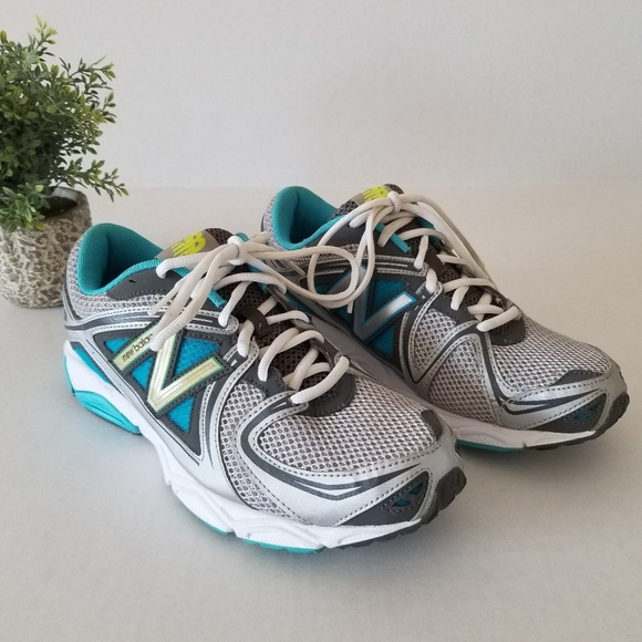 New Balance: Running Shoes 580 v3